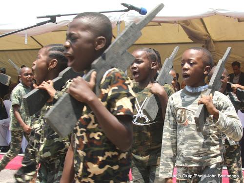 Exhibition des écoliers contre le recrutement des enfants par des groupes armés en RDC le 24/10/2016 à Kinshasa lors de célébration de la Journée des Nations Unies. Radio Okapi/Ph. John Bompengo